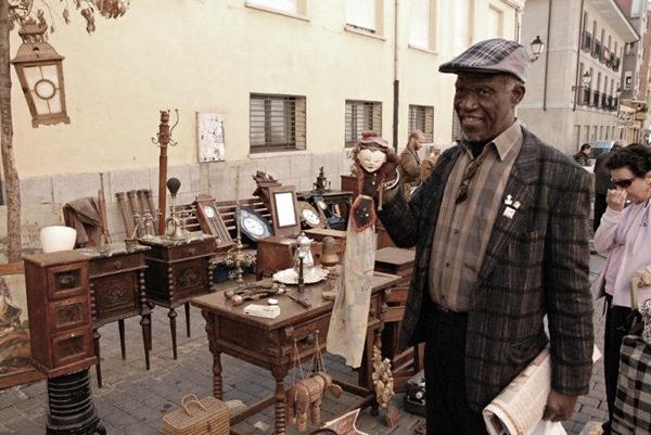 Georges Adéagbo, Flohmarkt in León